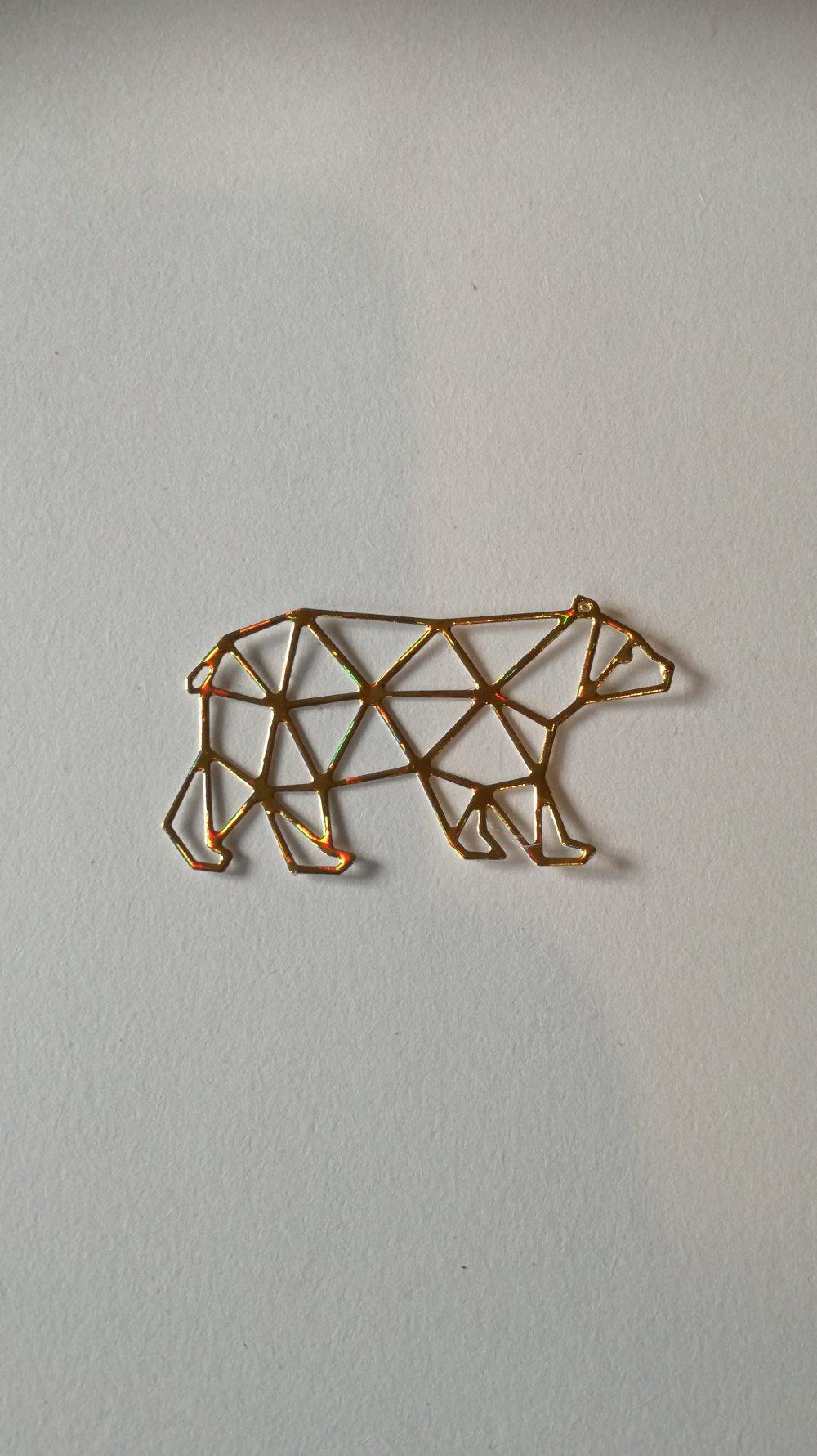 n°370 Découpes d'un ours en papier holographique doré