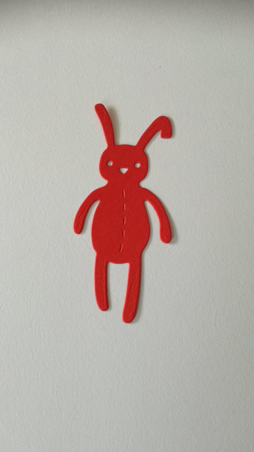 n°382 découpe d'un lapin en papier rouge
