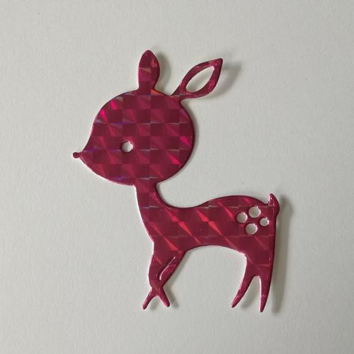 N°390 découpes d'une biche en papier rose holographique