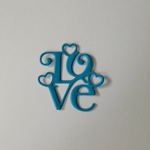 N°389 découpes du mot love en papier bleu
