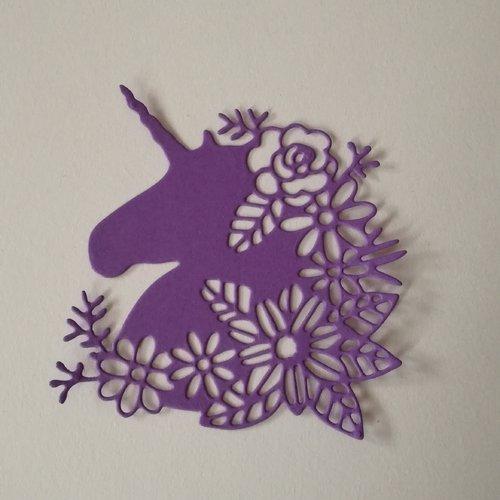 """N°366 découpes d'une licorne """" fleurie """" en papier violet"""