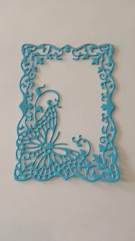 n°197 découpe d'un cadre papillon en papier bleu