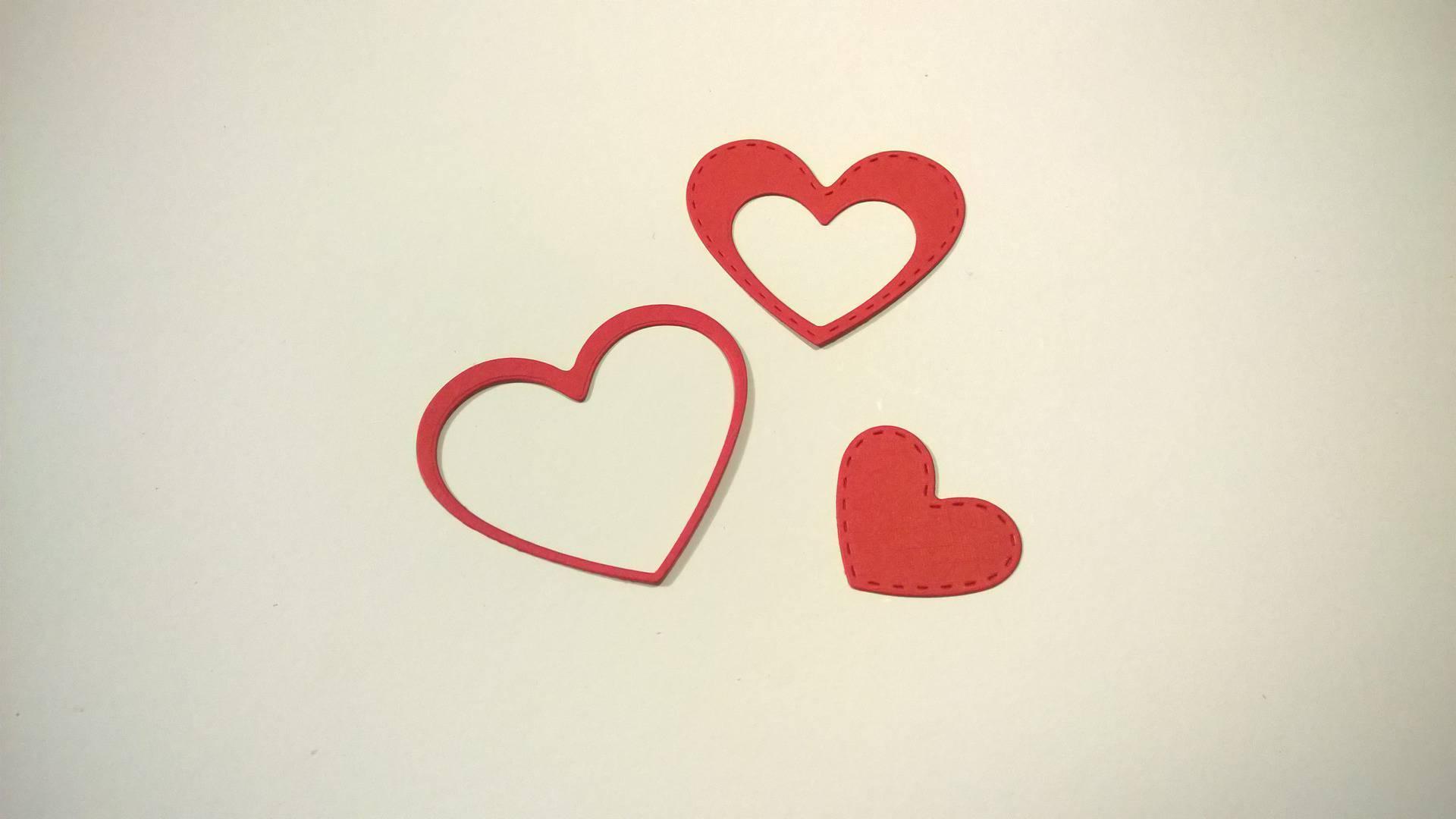 n°53 découpe de 3 coeurs en papier rouge