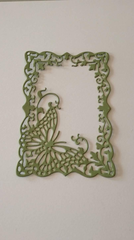 n°197 découpe d'un cadre papillon en papier kaki