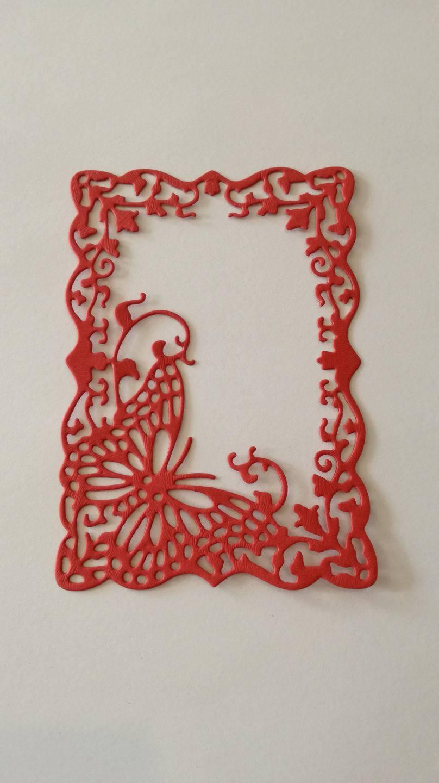 n°197 découpe d'un cadre papillon en papier rouge