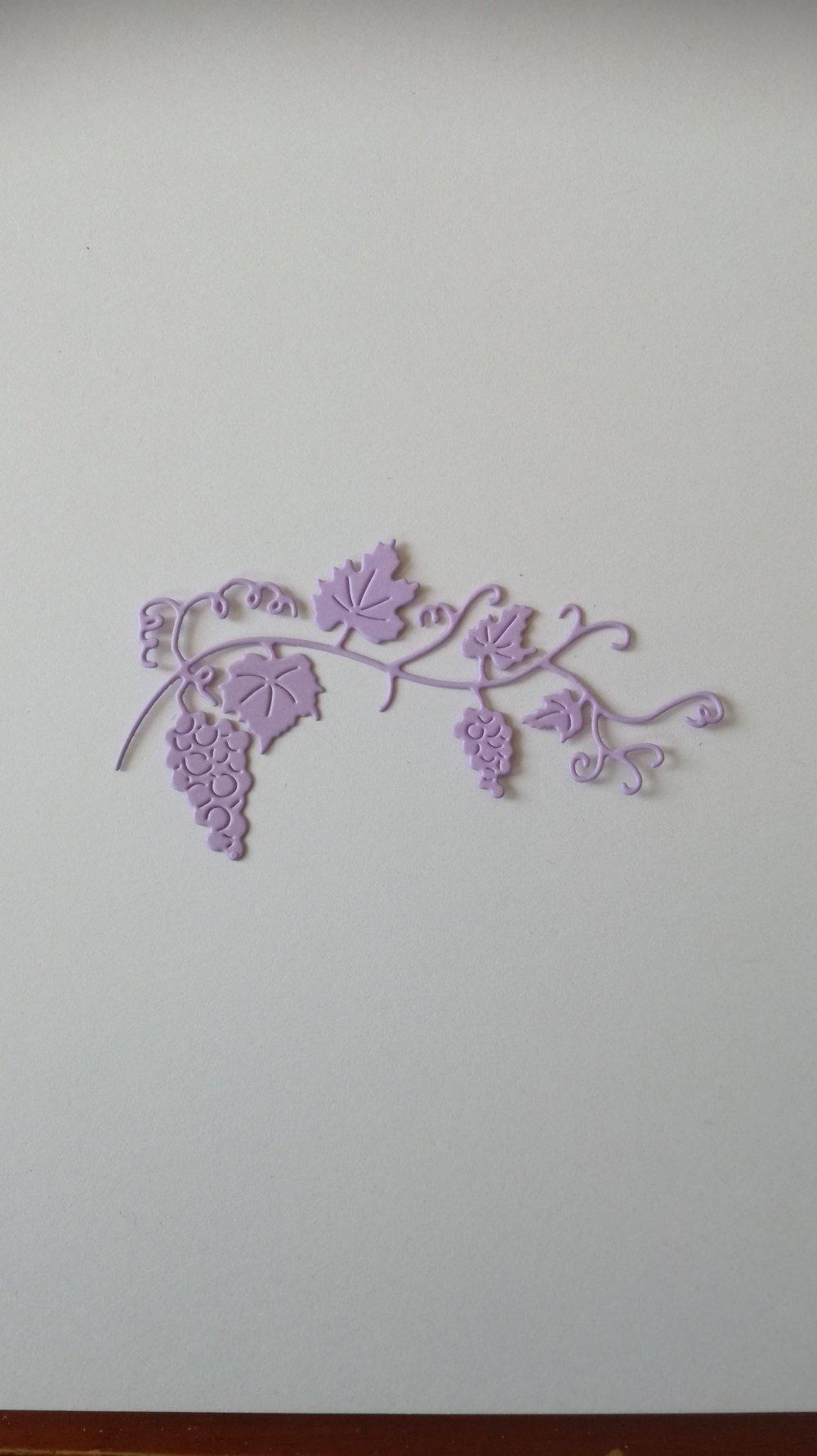 n°362 Découpes de vignes en papier parme