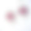 Boucles d'oreilles estampes, cuir fuchsia et blanc sur supports en acier inoxydable