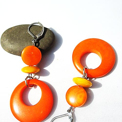 Boucles d'oreilles en ivoire végétal tagua orange et jaune sur supports dormeuses en acier inoxydable