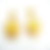 Boucles d'oreilles jaunes estampes acier inoxydable suédine, cabochons sur supports en acier inoxydable