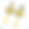 Boucles d'oreilles jaune et beige estampes beige, cabochons en résine sur supports en acier inoxydable dorés