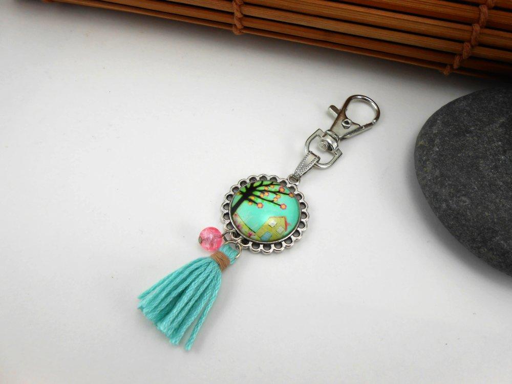Porte clé ou bijou de sac, cabochon arbre et maison, pompon vert et perle, métal argenté