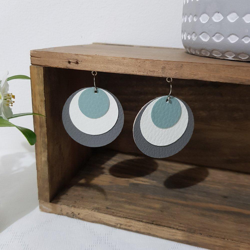 Boucles d'oreille, simili cuir, métal argenté, ronds, gris, blanc et vert