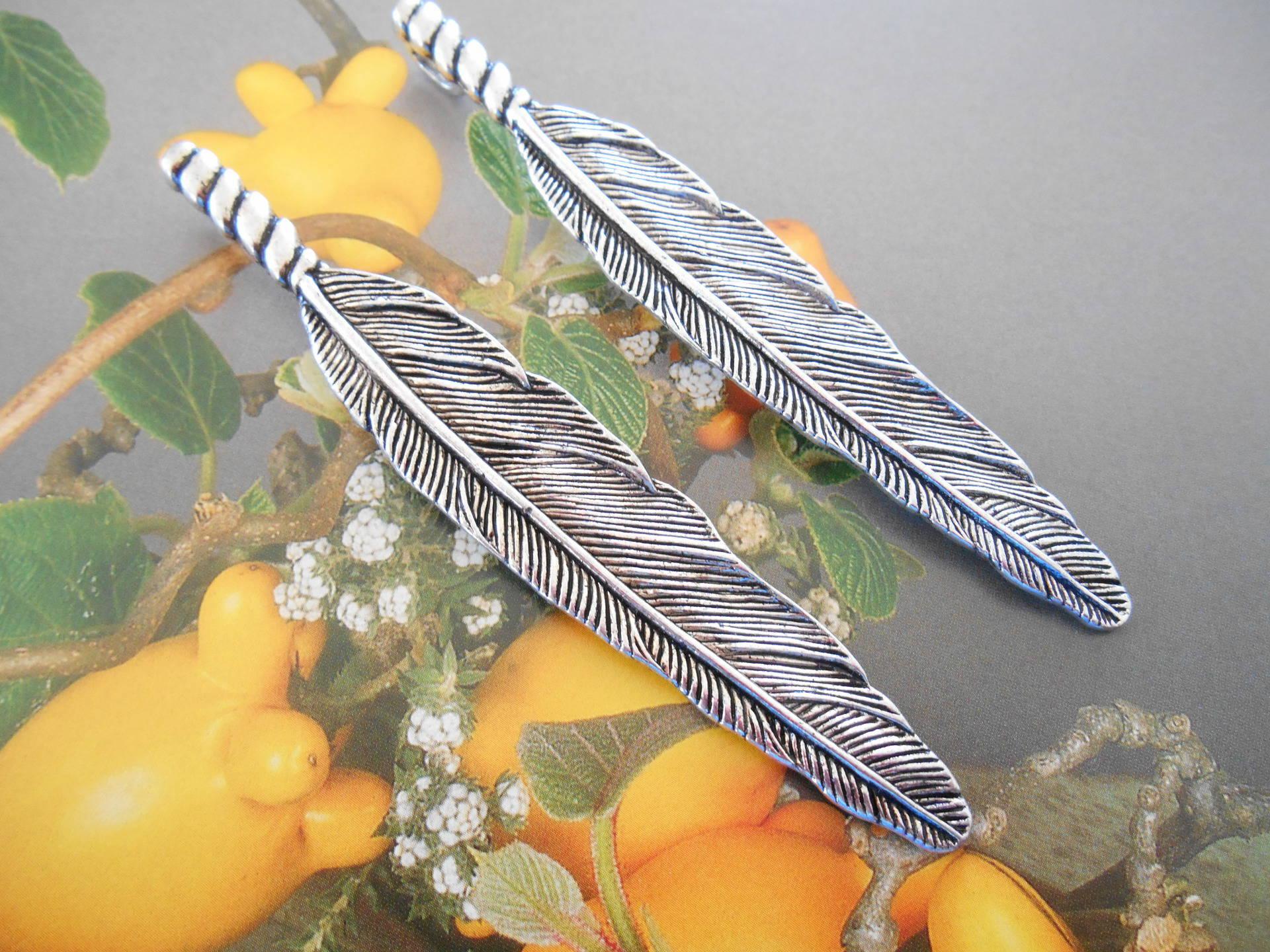 pendentifs x 2 plumes 80 mm argenté vieilli.