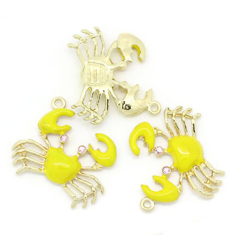 breloque pendentif crabe 32 mm marin jaune, strass rose