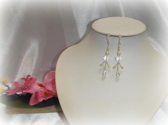 LADY - Boucles d'oreilles mariage cérémonie vert anis blanc transparent