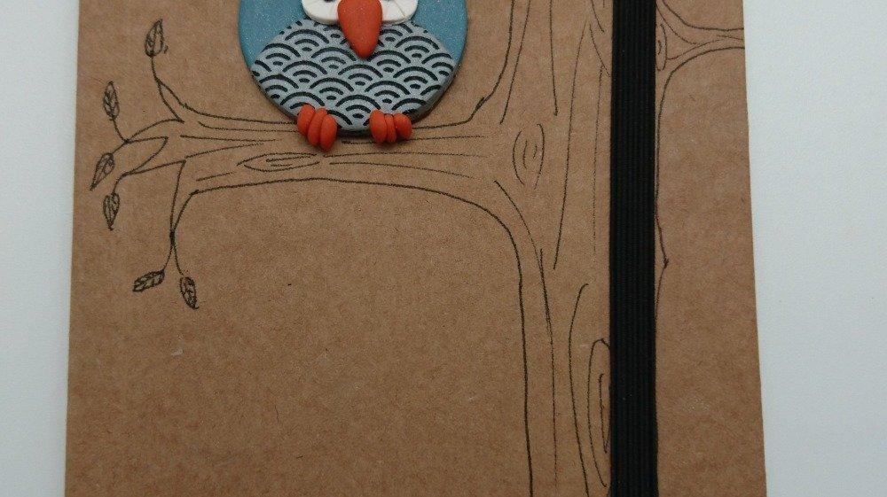 carnet décoré en pâte polymère modèle hibou/chouette
