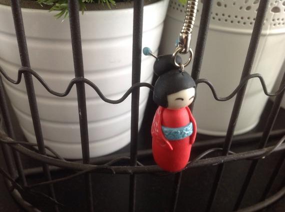 Porte clefs kokeishi rouge et turquoise pâte polymère