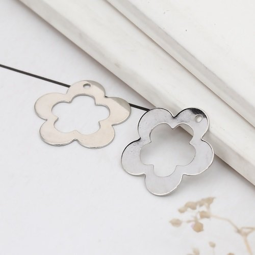 20 x pendentif fleur 16mm x 16mm couleur argent mat