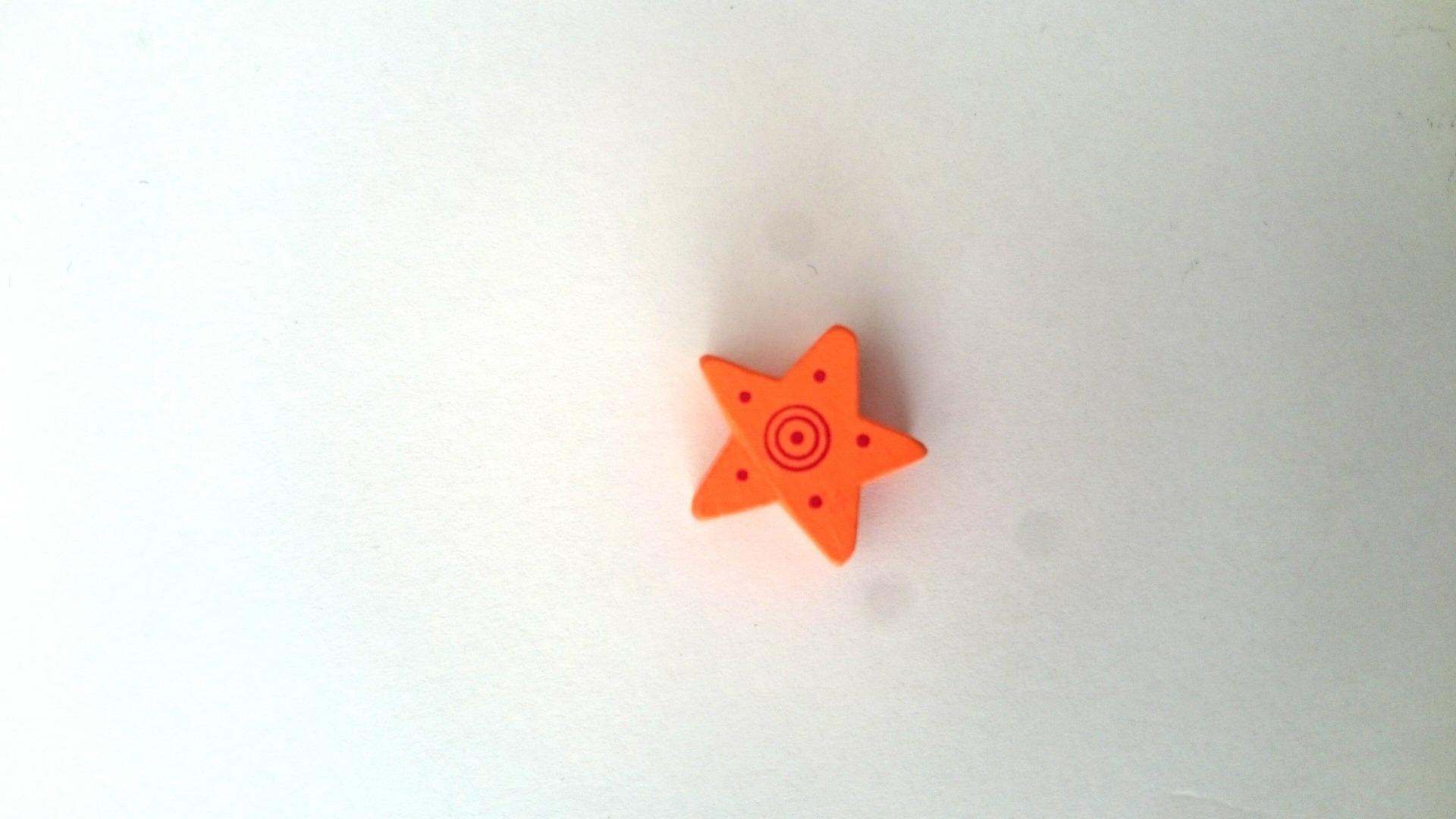 Perle étoile orange bois