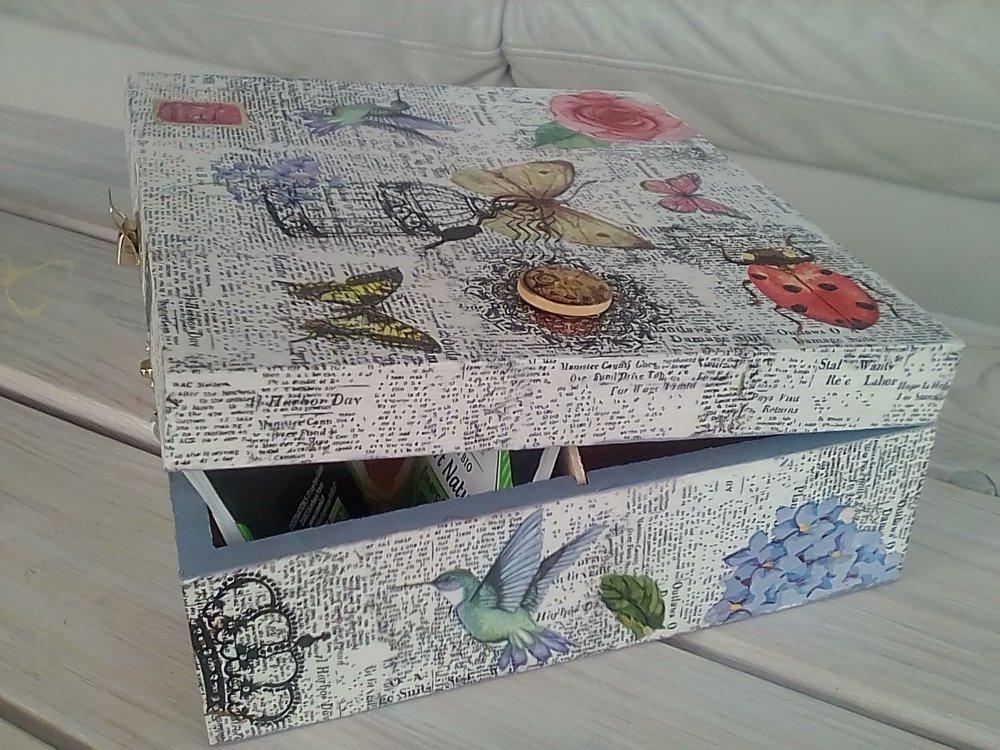 """Boîte à thé, tisanes, dosettes café en bois, serviettage thème """"Nature et journal"""" et peinture"""