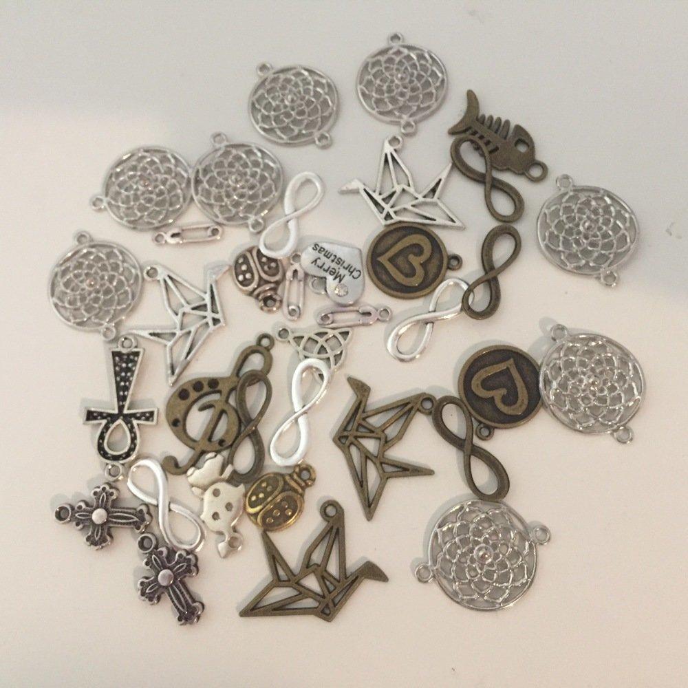 Lot de 35 breloques en métal