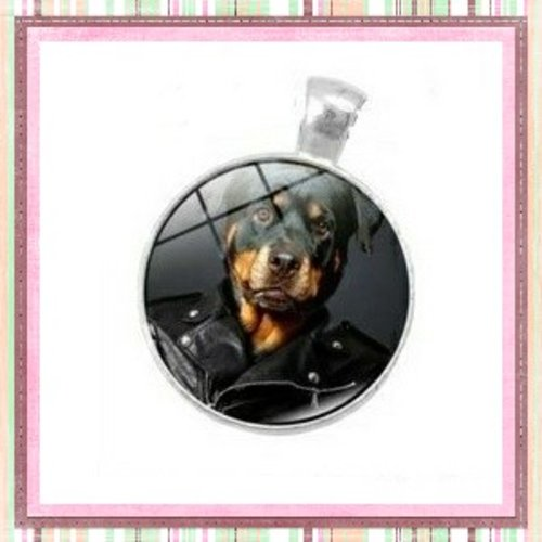 Grand pendentif chien dobermann 25mm