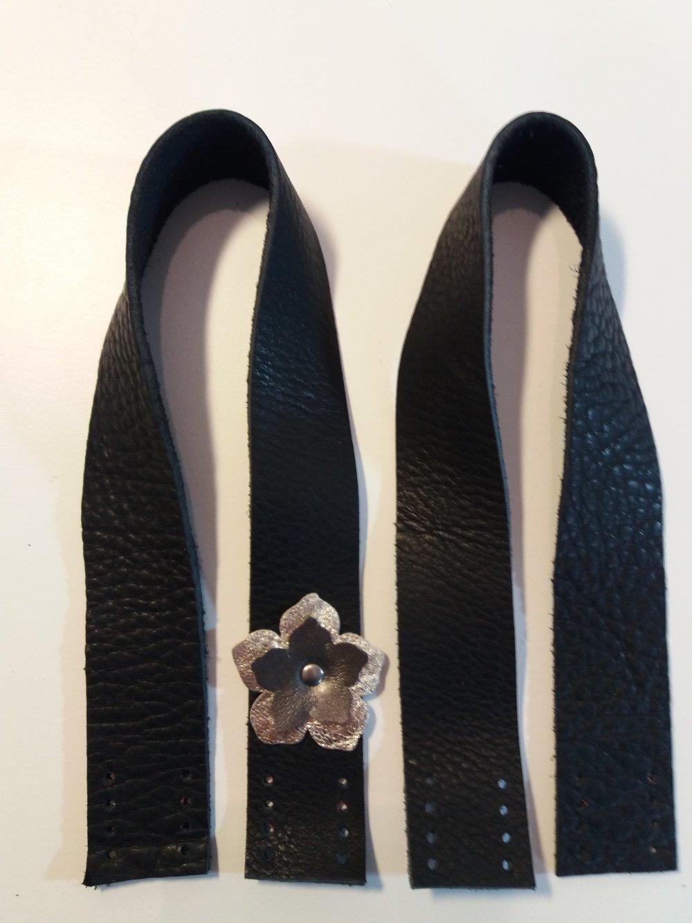 Anses de sac à coudre en cuir noir et fleur dorée et grise - Fait main