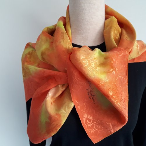 Foulard satin de soie orange,moutarde,jaune 90x90 peint main,création unique et originale.made in france