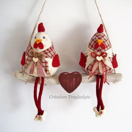 Deux poules sur une branche de bois flotté,décoration maison,décoration campagne,décoration champêtre, création troglodyte,