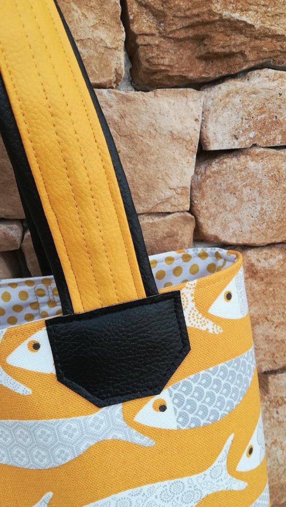 Sac cabas jaune et noir motifs poissons et petits pois
