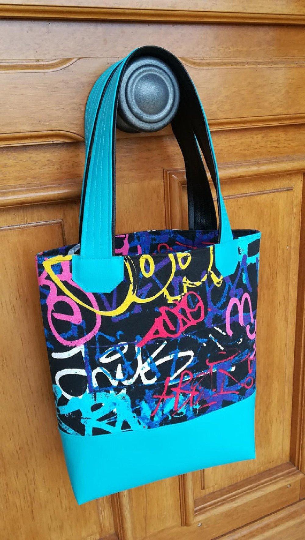 Sac cabas noir et bleu motifs graffitis colorés