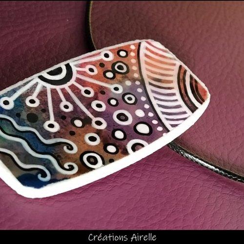 Pendentif en polymère à motifs multicolores