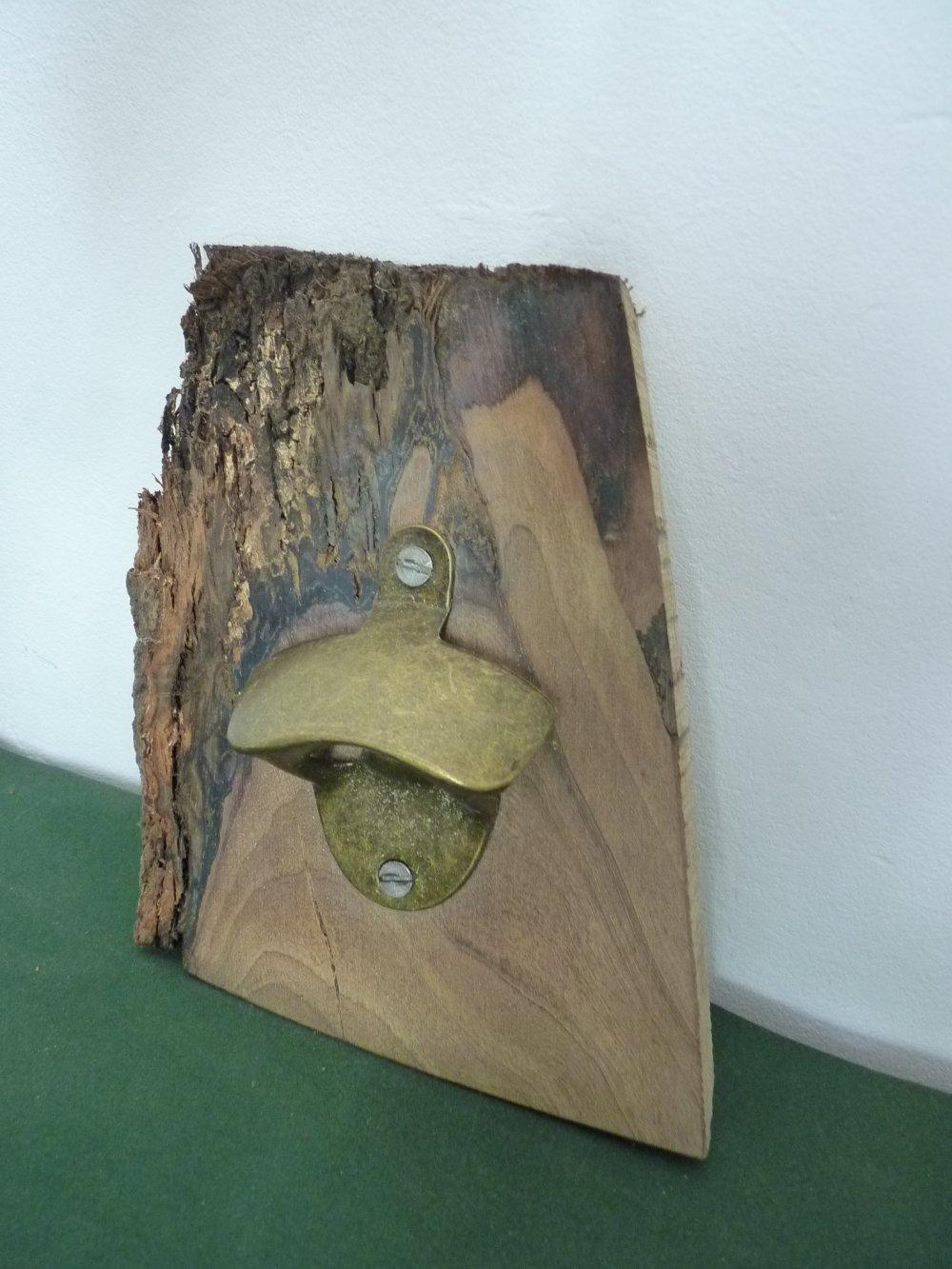 décapsuleur mural bois
