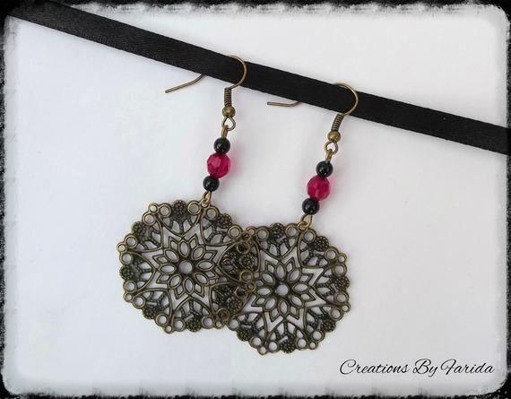 Boucles d'oreilles bronze pendante avec perles fushia