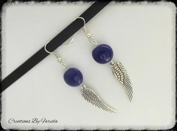 Boucles d'oreilles pendante, avec perle bleu nuit ovale et ailes