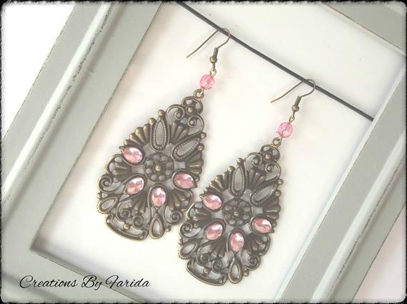 Boucles d'oreilles filigrane couleur bronze en forme de goutte avec strass rose ciel et perle