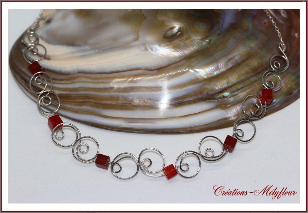 Collier rouge et argent