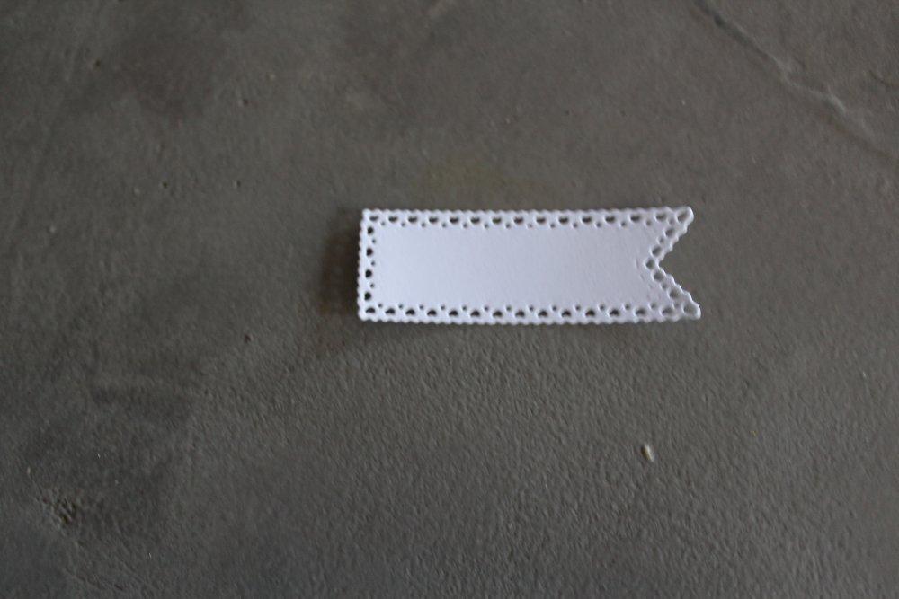 1855 -Forme- Découpe papier étiquette taille 6.5 x 2.3 cm coloris blanc pour scrapbooking