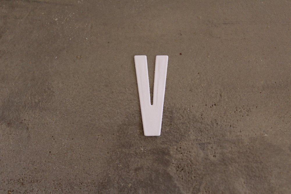 N/P 2242- ALPHABET : Découpe lettre bâton V pour scrapbooking, prénoms, mots, initiale