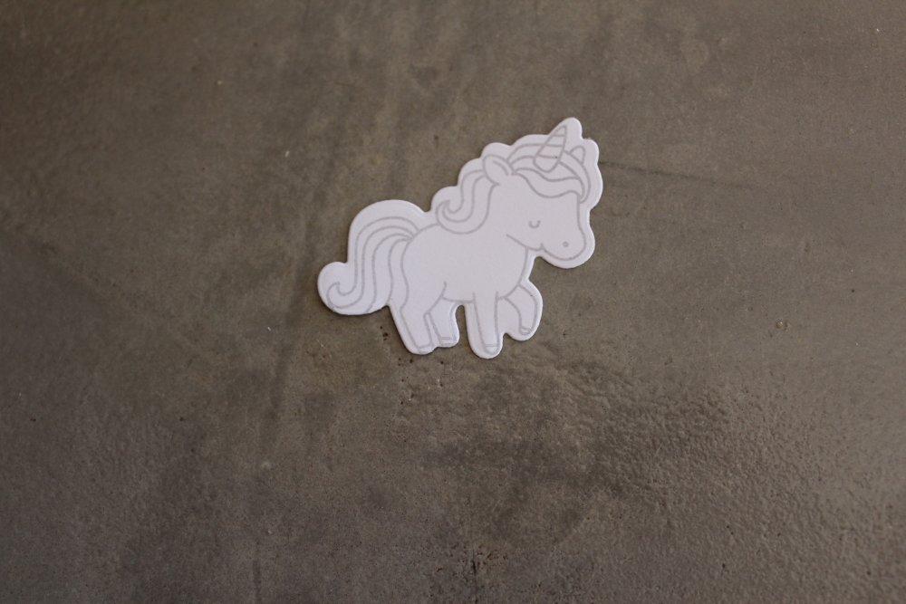 N/P 642 - Découpe papier, thème enfance - Embellissement licorne