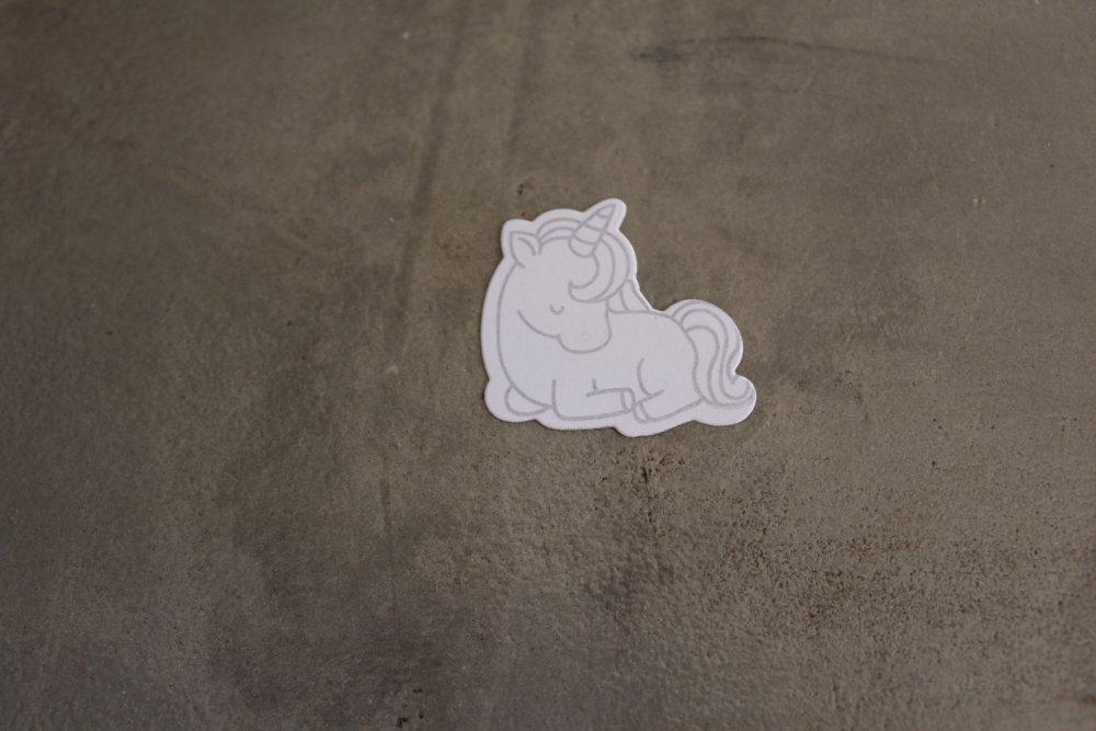 N/P 660 - Découpe papier, thème enfance - Embellissement licorne