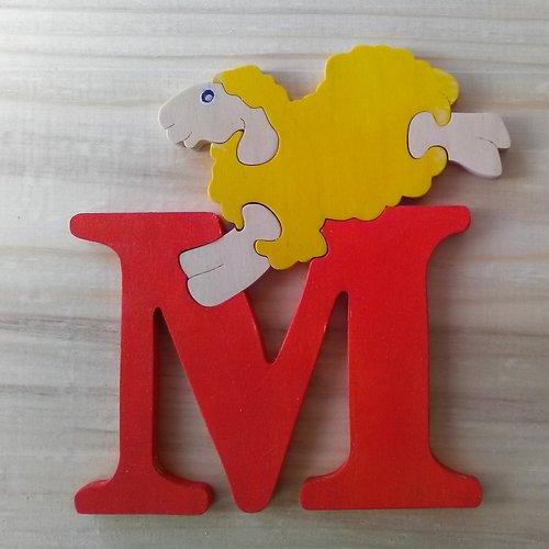Lettre puzzle m - rouge, jaune
