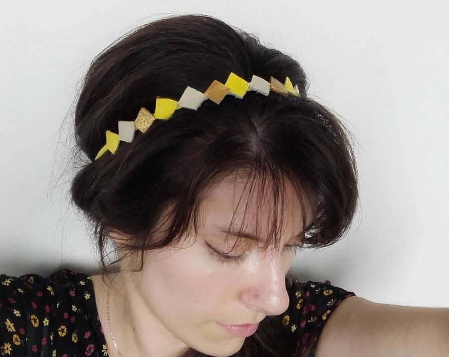 Headband losanges de  cuir jaune, ivoire, doré, bandeau mariage, rétro.