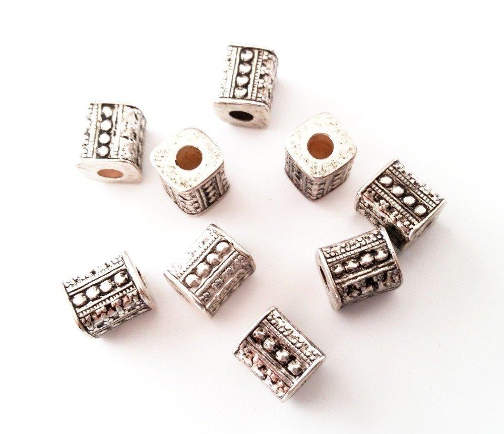 50 perles carrées 10 x 9 mm couleur argent vieilli
