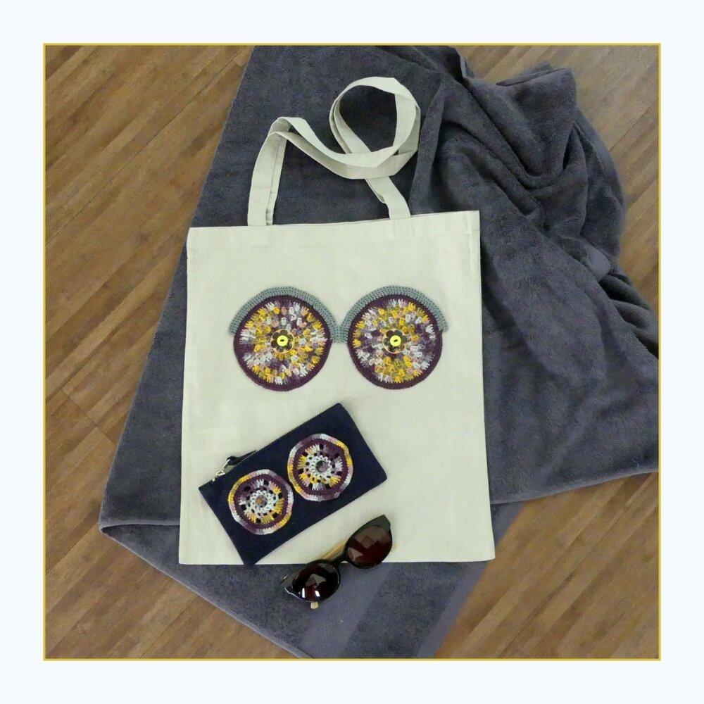 Tote bag en coton gris avec des yeux multicolores au crochet fait-main