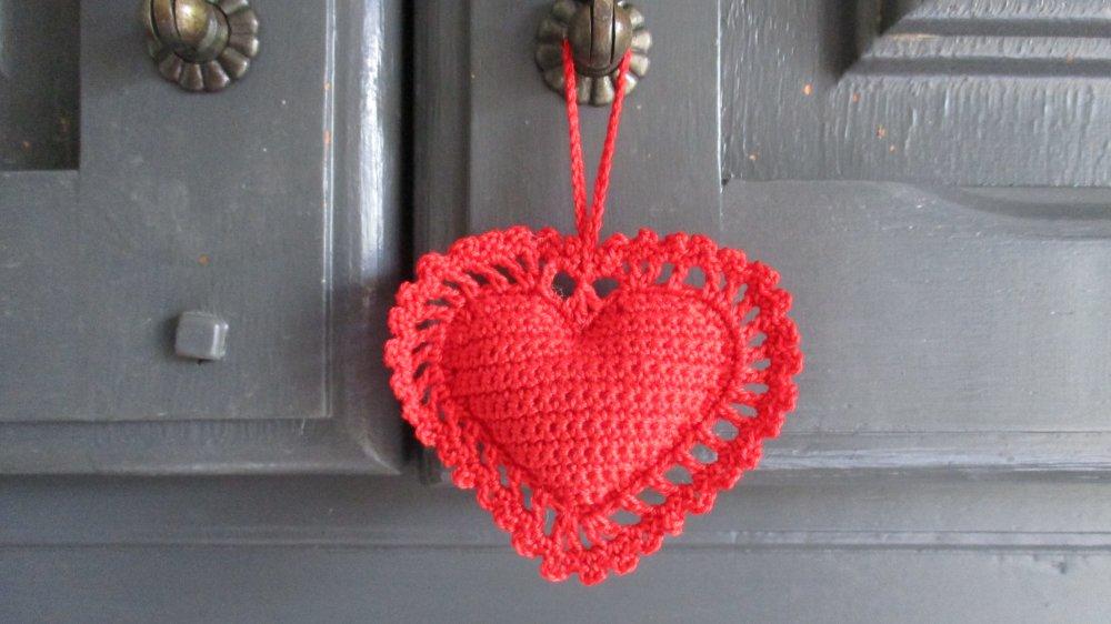 2 cœurs rouges à suspendre