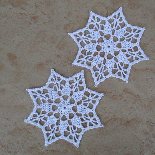 2 étoiles 8 branches blanches au crochet