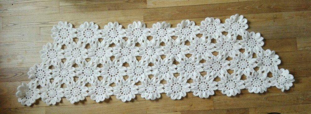 étole japonaise à fleurs blanches au crochet