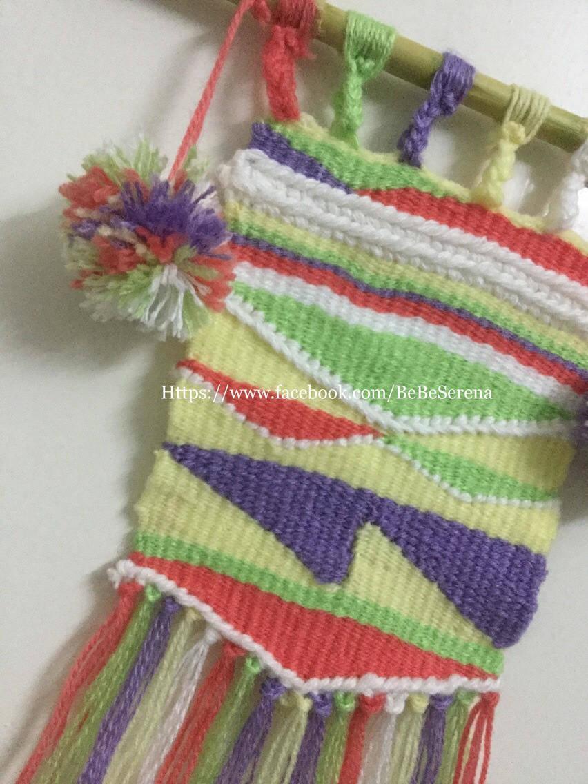 Tissage mural les cinq couleurs de laine