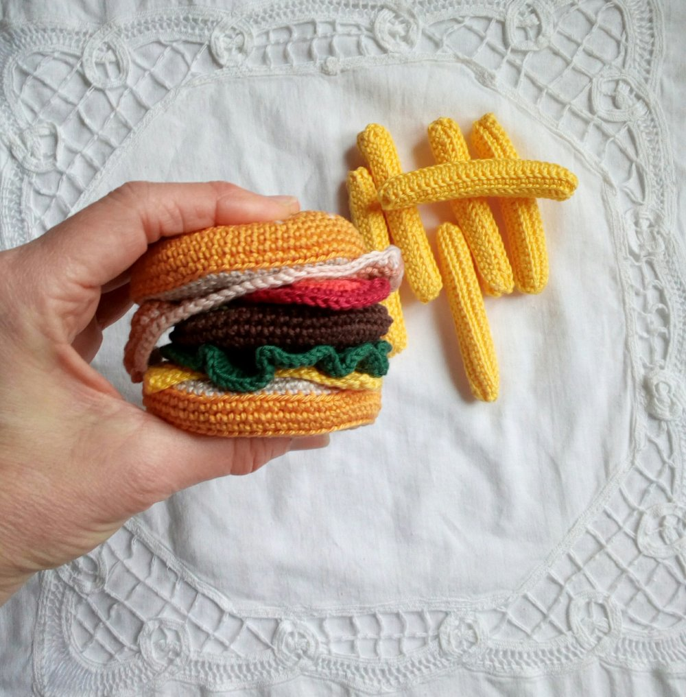 Burger fait main au crochet en coton dinette ou marchande
